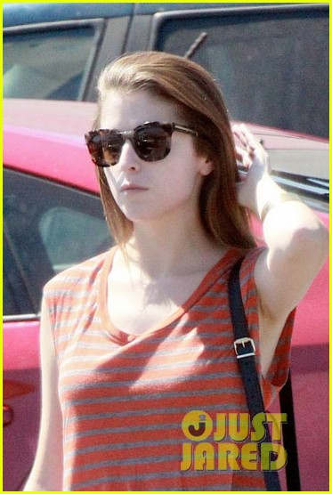 anna kendrick striped shirt starbucks 023202710