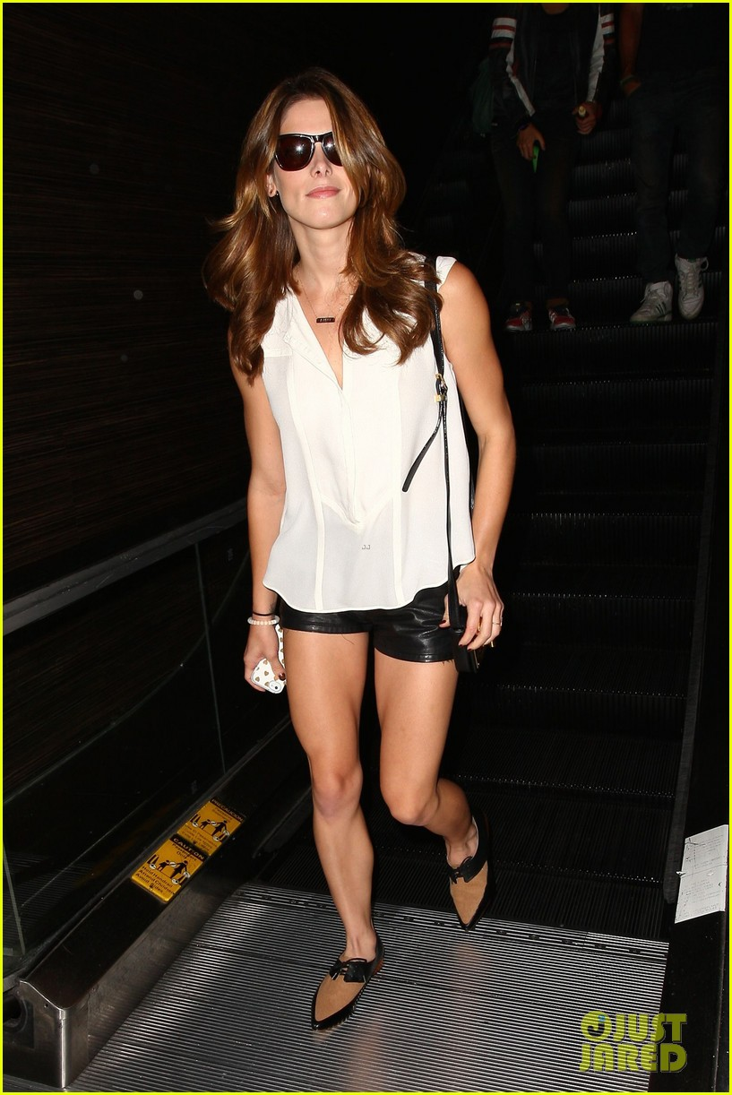 ashley greene flaunts toned legs lax 023188213