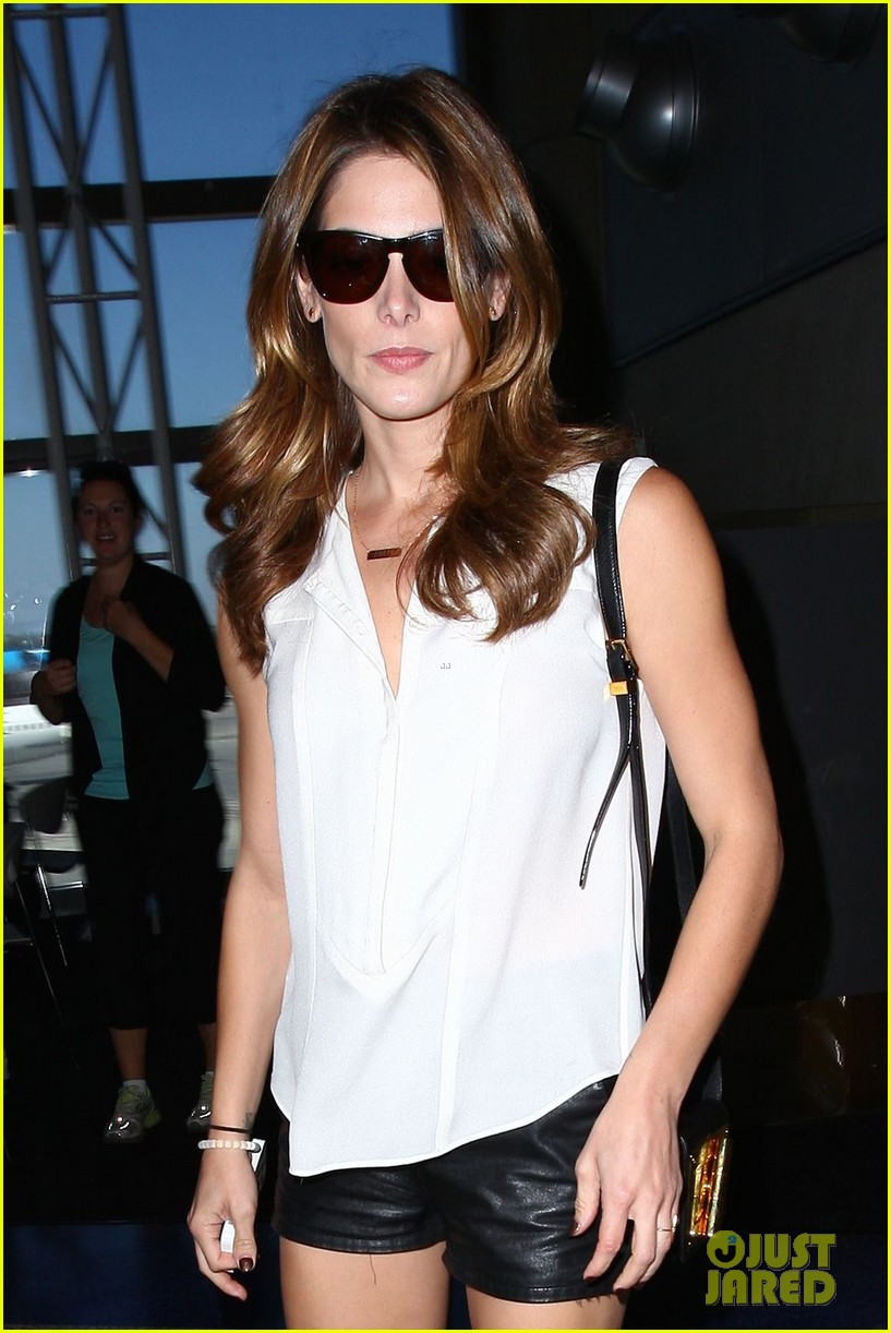 ashley greene flaunts toned legs lax 073188218