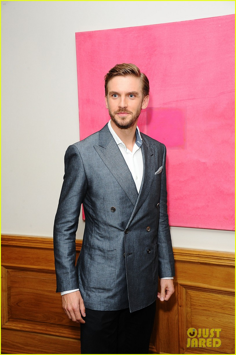 benedict cumberbatch supports dan stevens at the guest screening 073187549