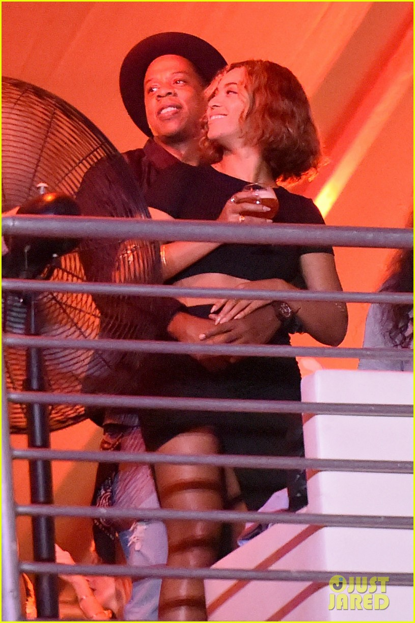 beyonce jay z combat split rumors by looking so in love 013187358