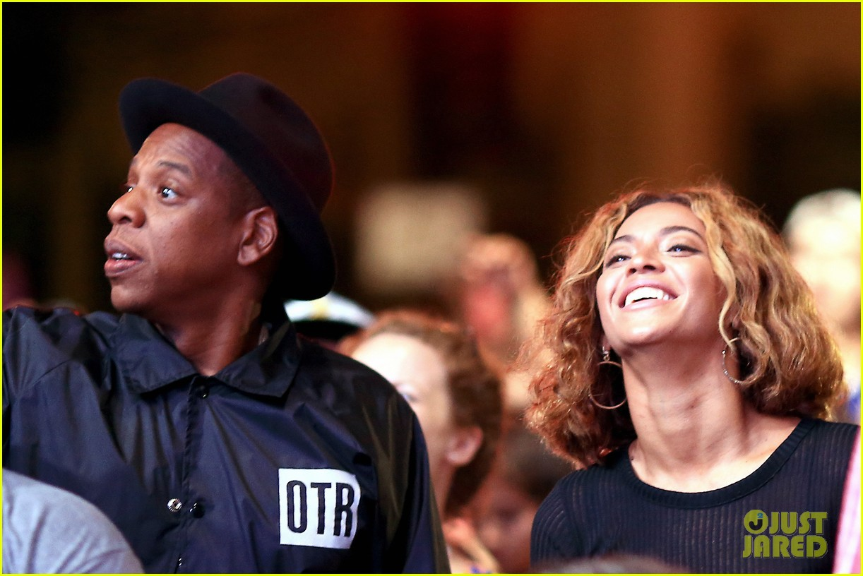 beyonce jay z combat split rumors by looking so in love 04