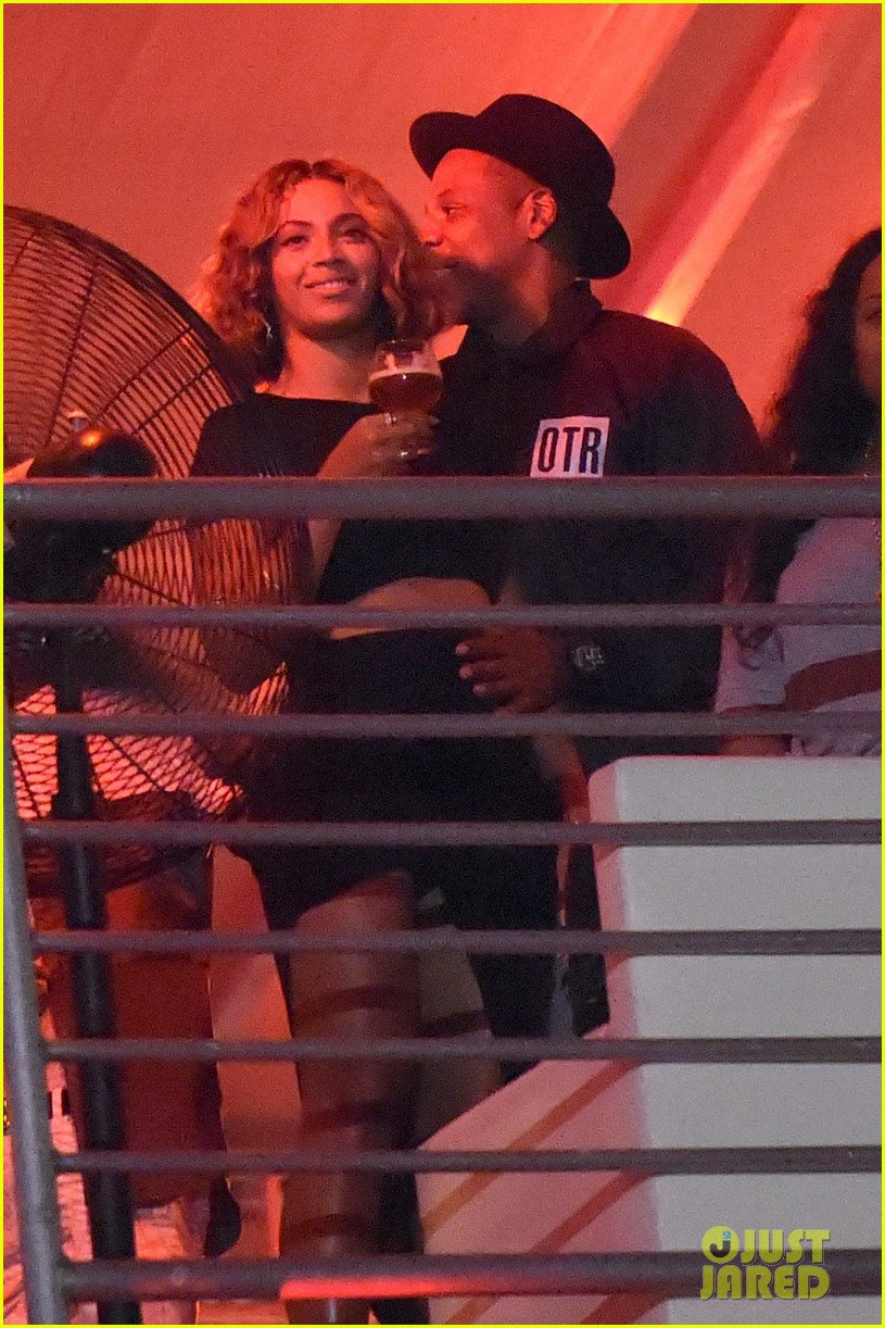 beyonce jay z combat split rumors by looking so in love 153187372