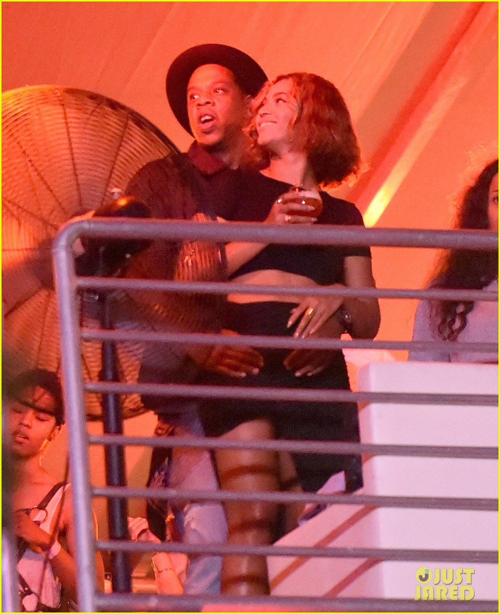 beyonce jay z combat split rumors by looking so in love 163187373
