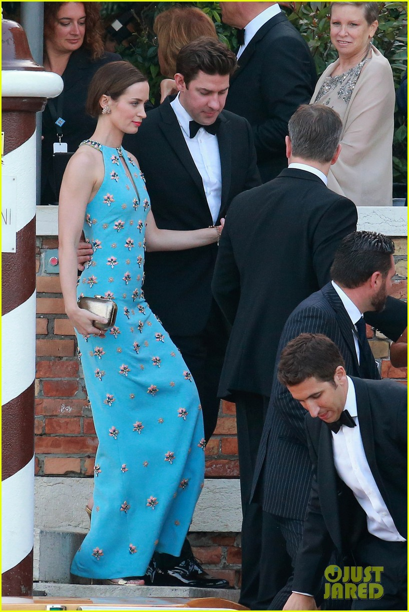 John Krasinski Emily Blunt Wedding.Emily Blunt John Krasinski Look Perfect For George