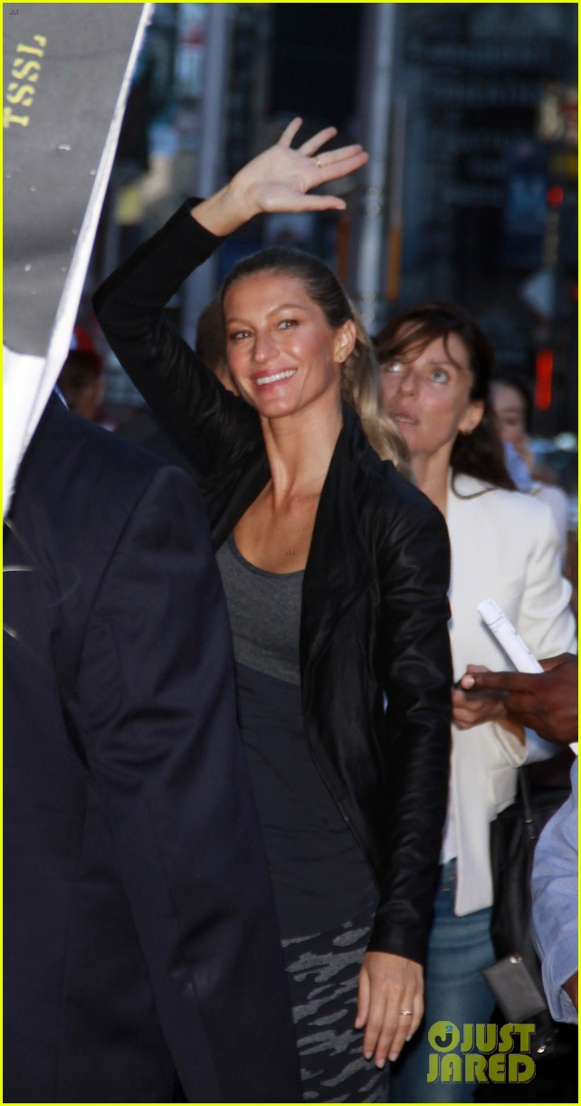 gisele bundchen shows off epic dance movies for fallon 093189565