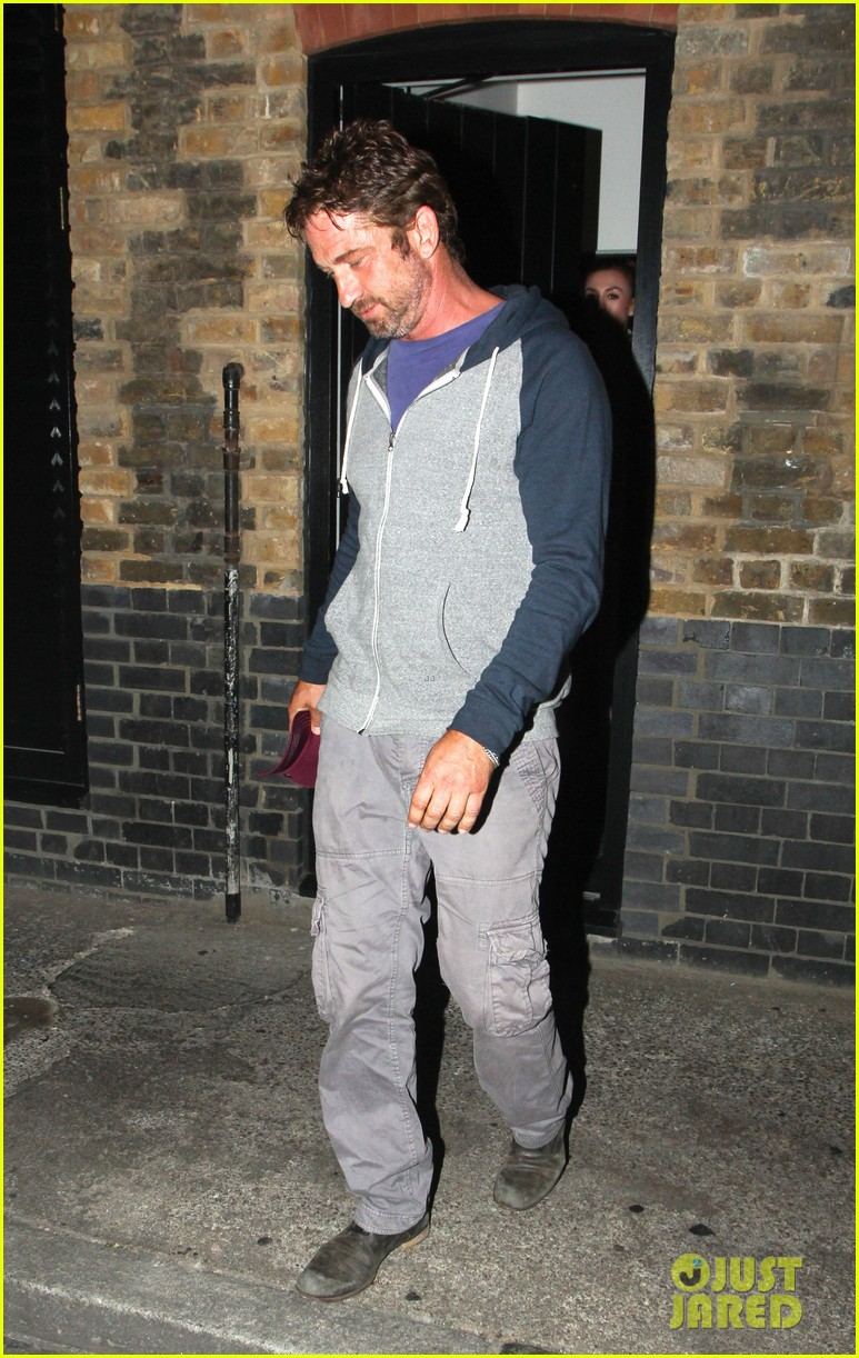 gerard butler treats himself to casaul chiltern night out 013189758