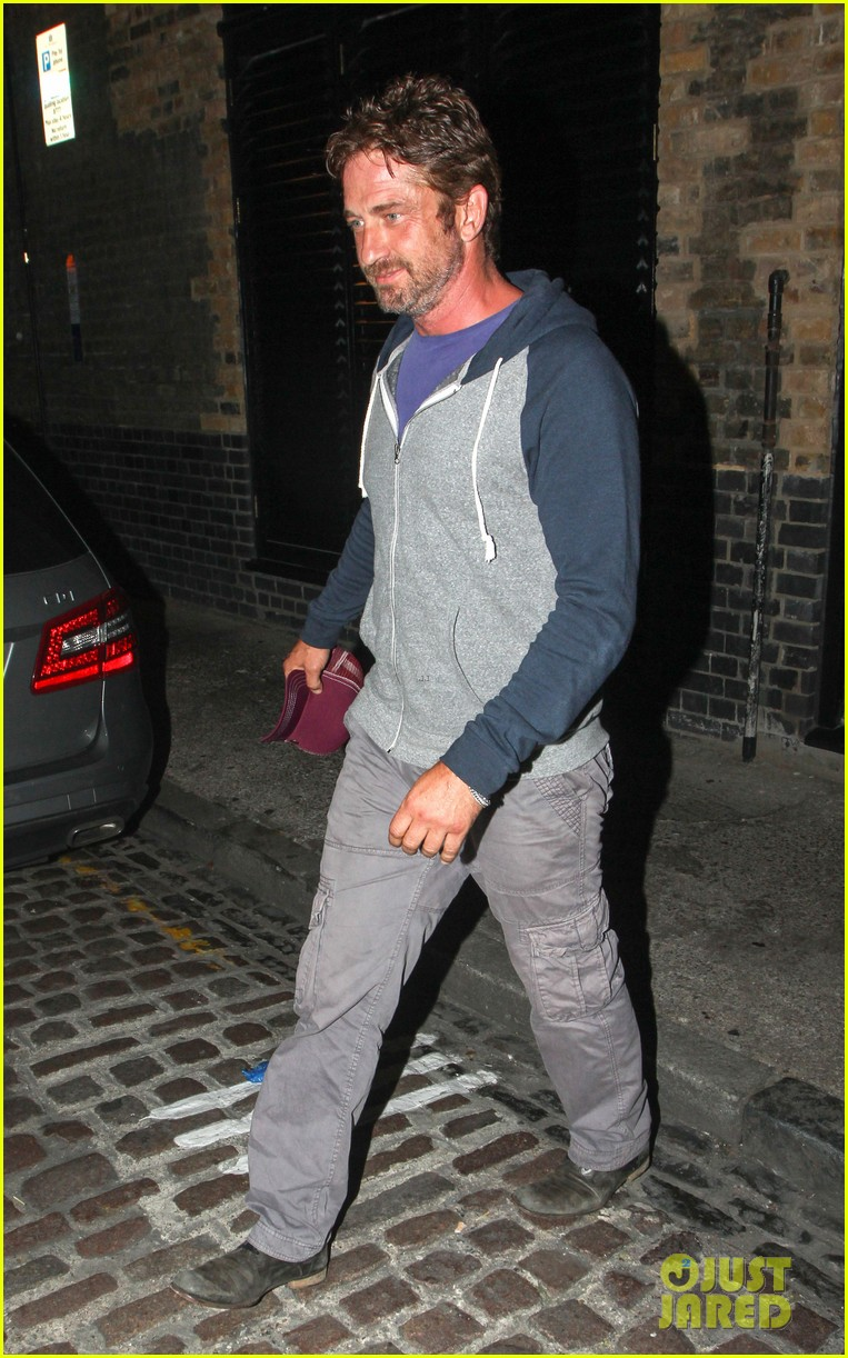 gerard butler treats himself to casaul chiltern night out 103189767