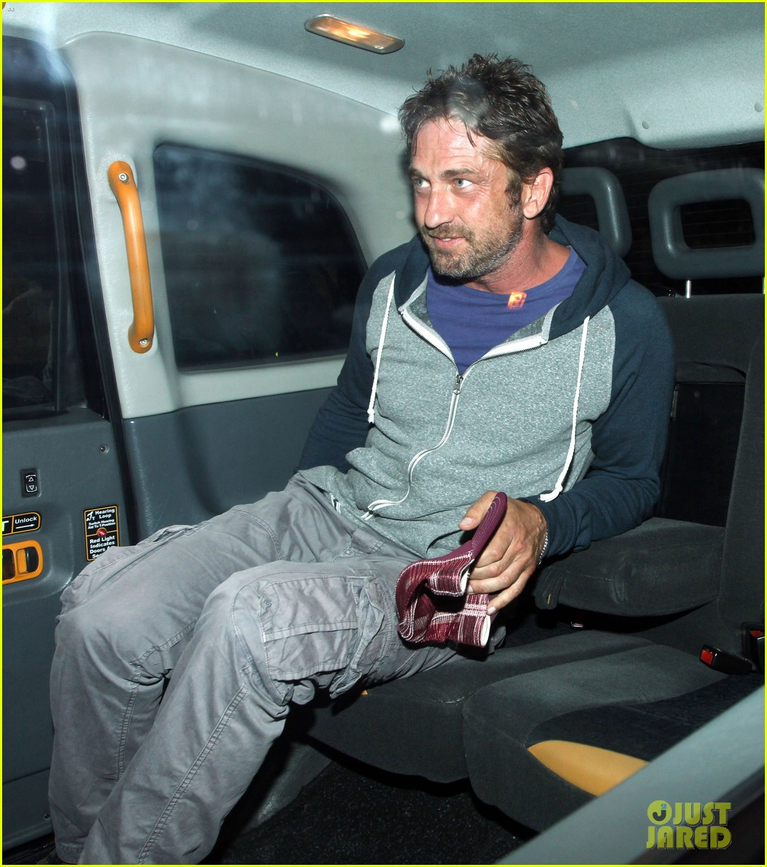 gerard butler treats himself to casaul chiltern night out 11