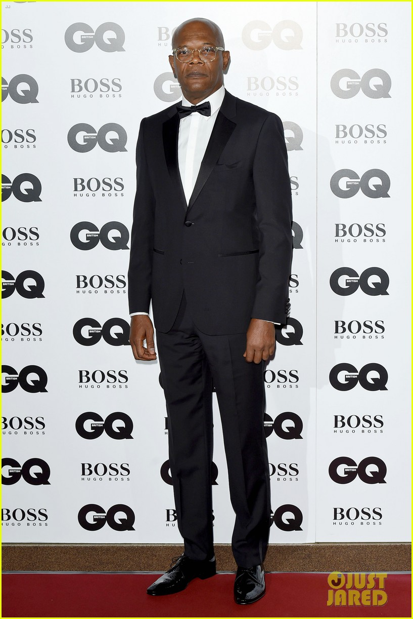 gerard butler makes hugo boss look so good at gq men awards 053188003