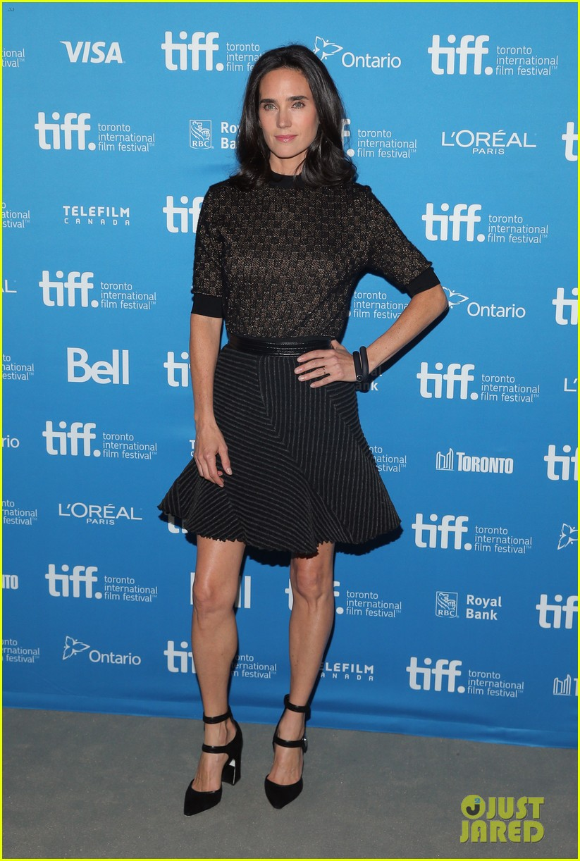 http://cdn01.cdn.justjared.com/wp-content/uploads/2014/09/connelly-fired/jennifer-connelly-paul-bettany-shelter-premiere-06.jpg