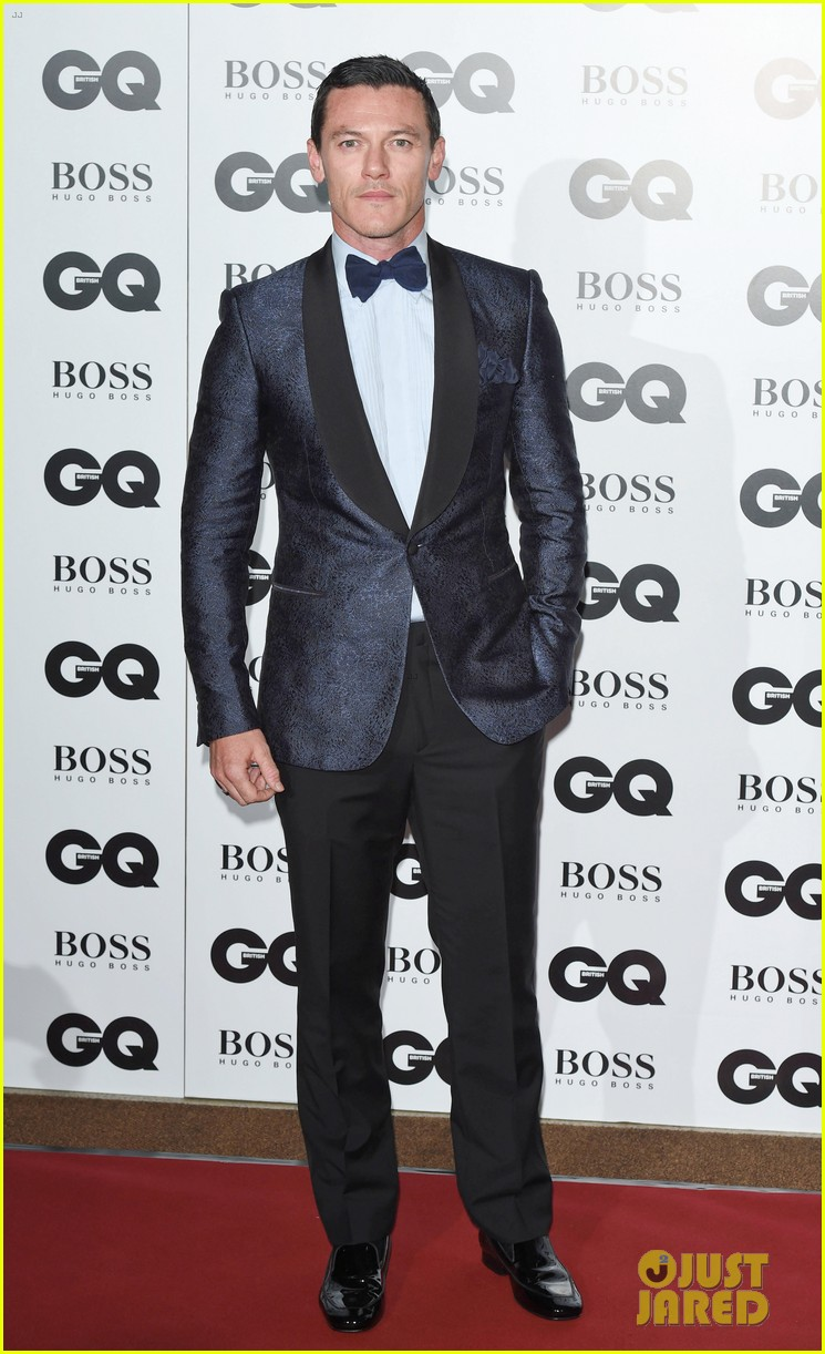 benedict cumberbatch douglas booth gq men of the year awards 2014 033188072