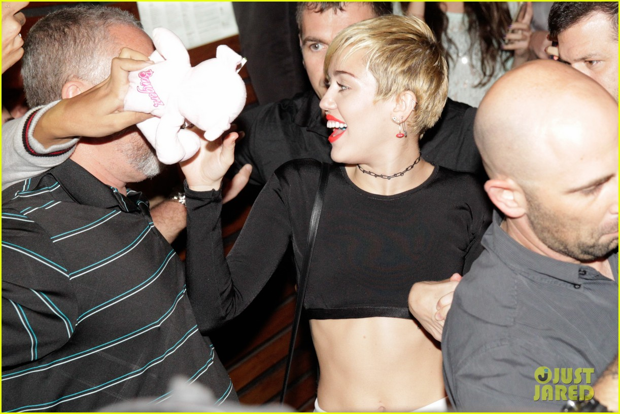 miley cyrus bares her abs for girls night out 073206833