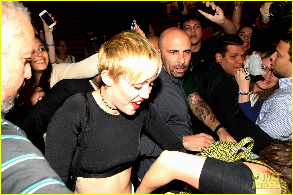 miley cyrus bares her abs for girls night out 113206837