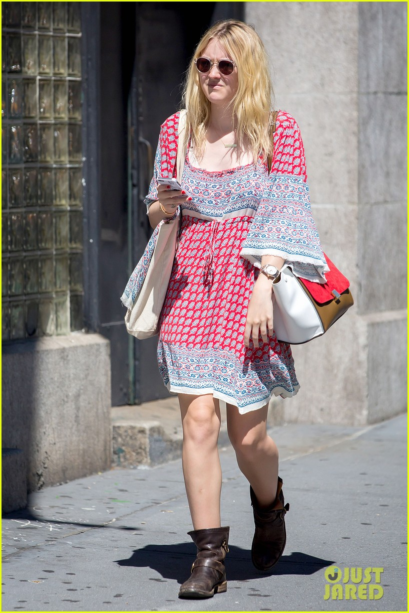 dakota fanning tries to live a normal life 073188740