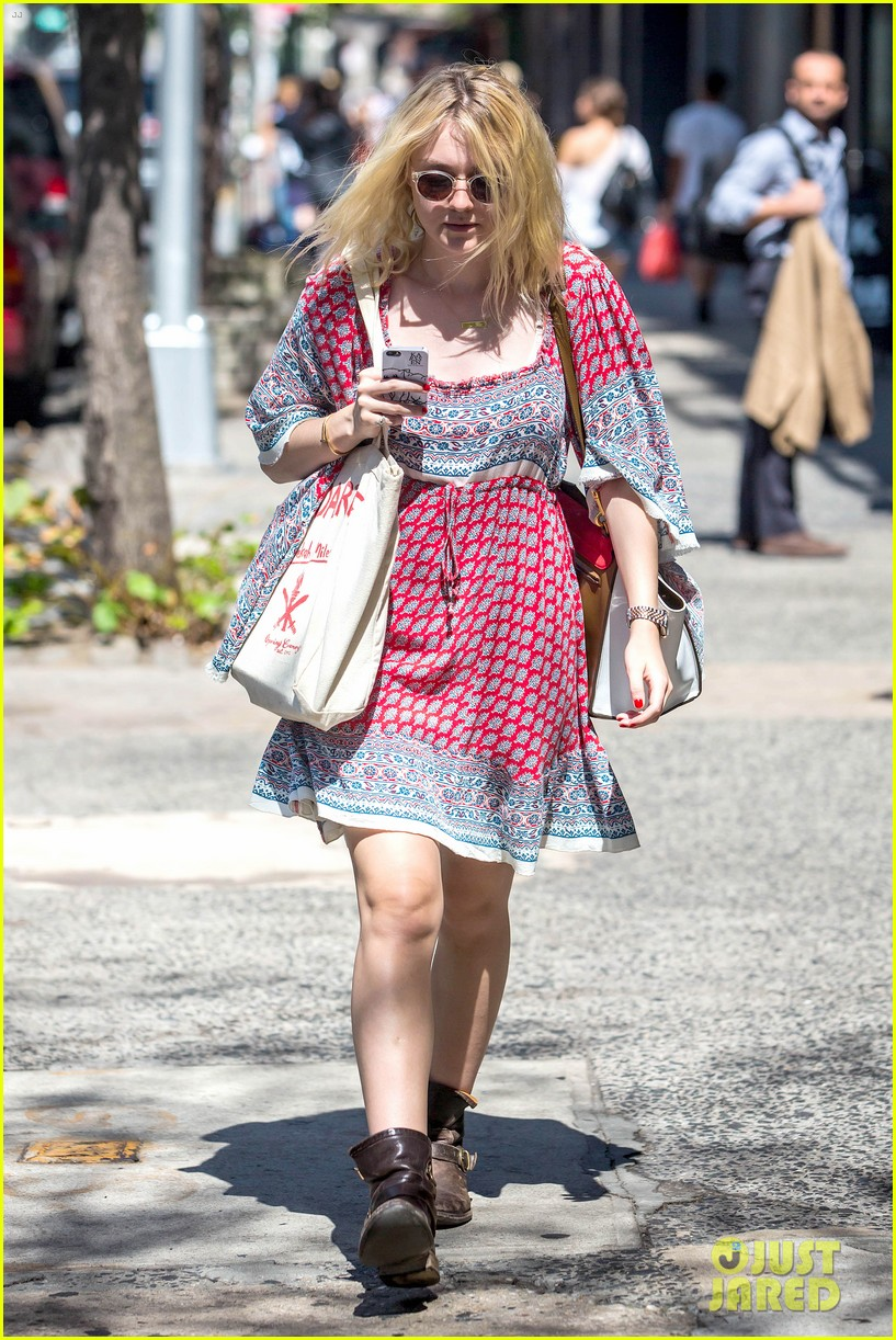 dakota fanning tries to live a normal life 103188743