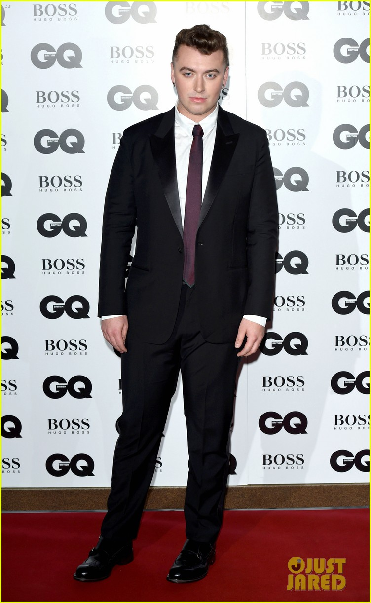 johnny depp presents gq men of the year awards 2014 033188264