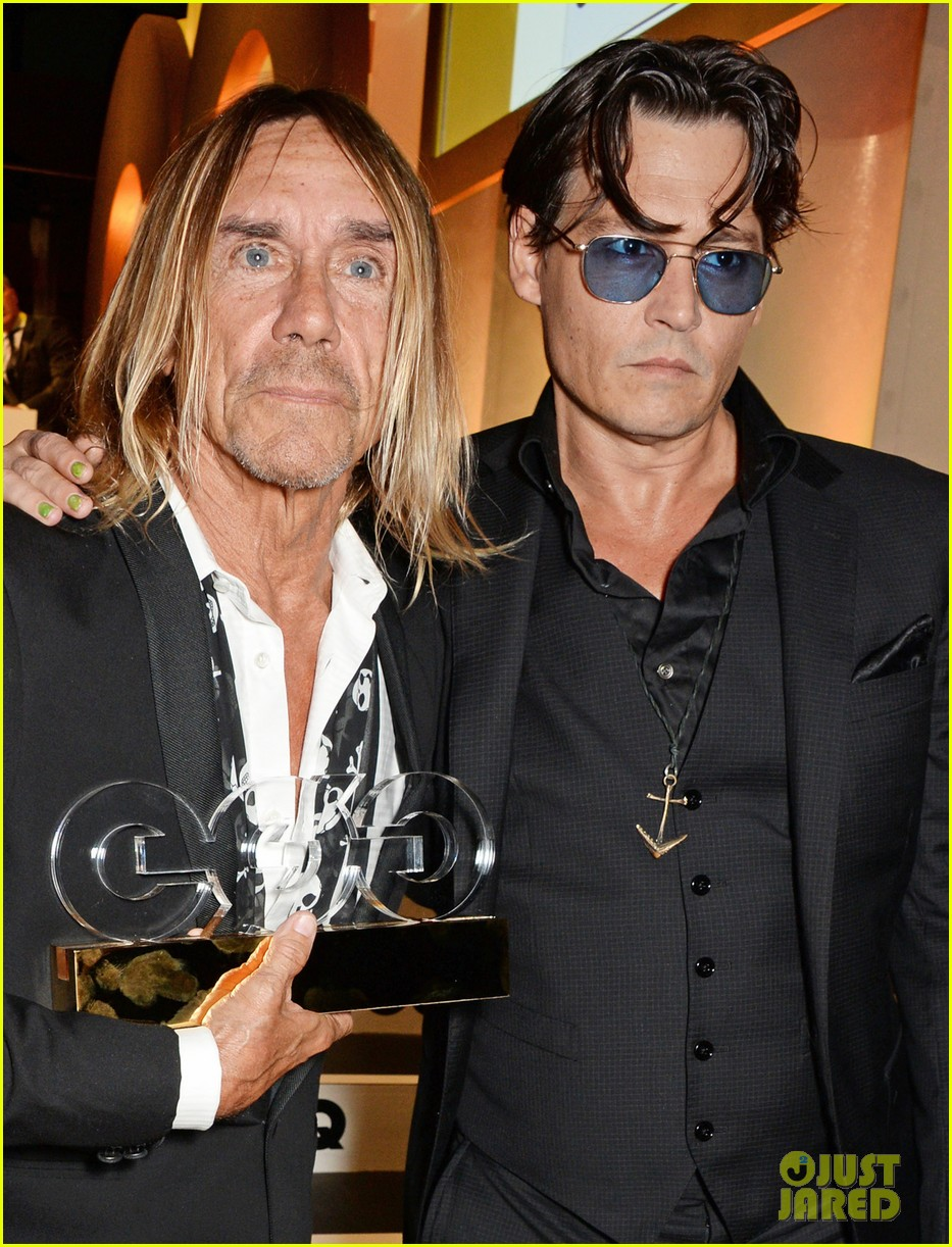 johnny depp presents gq men of the year awards 2014 04
