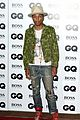 johnny depp presents gq men of the year awards 2014 01