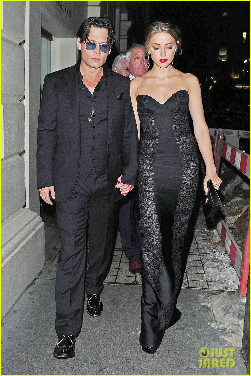 johnny depp amber heard hold hands gq men of the year awards 013189109