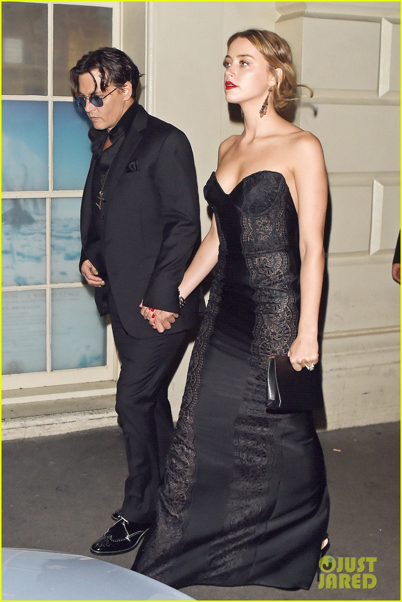 johnny depp amber heard hold hands gq men of the year awards 033189111