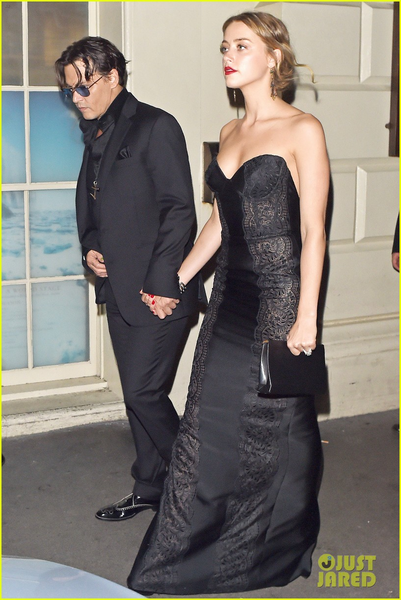 johnny depp amber heard hold hands gq men of the year awards 11