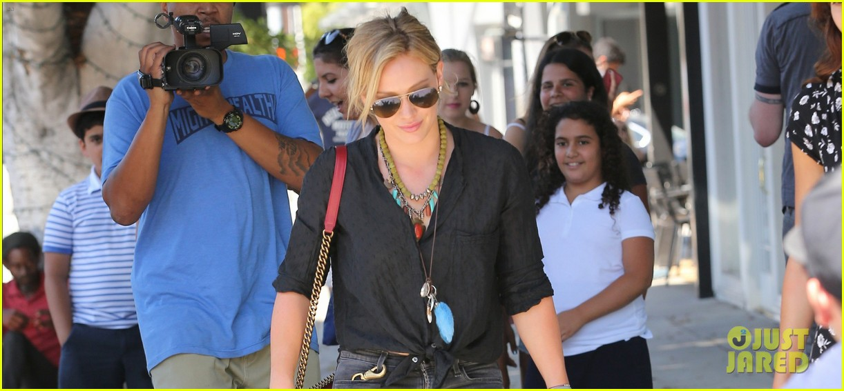 hilary duff is heading back to australia 023187688