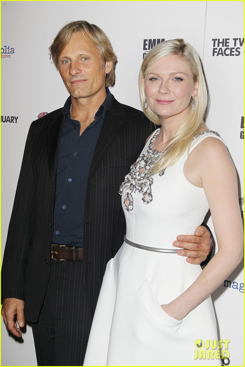 kirsten dunst viggo mortensen hold hands 143199267