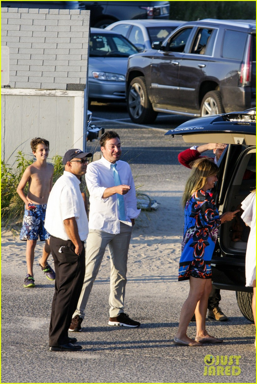 drew barrymore jimmy fallon hang in the hamptons on labor day weekend 073187226