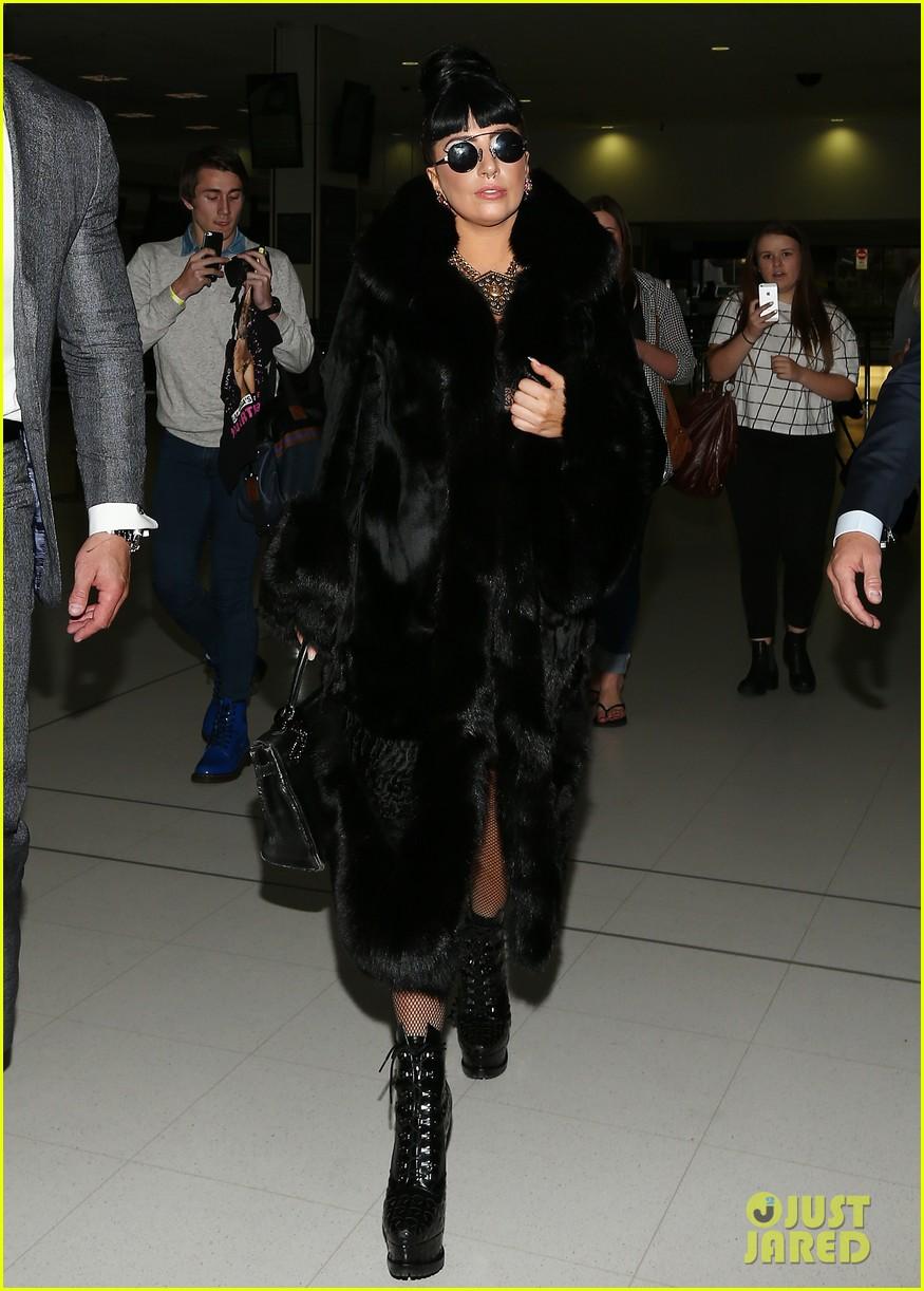 lady gaga reunites with pet pooch asia at lax airport 113187701