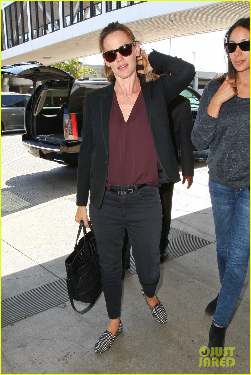 jennifer garner scott speedman land in toronto for tiff 01