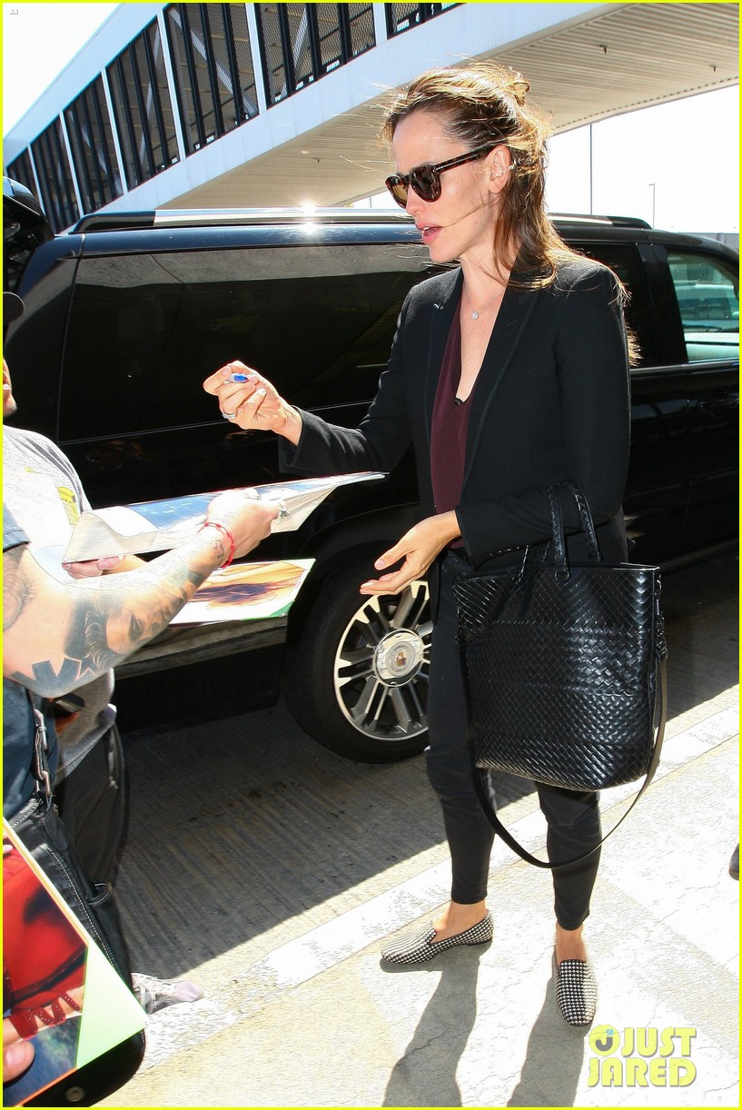 jennifer garner scott speedman land in toronto for tiff 103189434