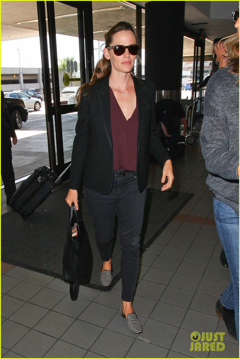 jennifer garner scott speedman land in toronto for tiff 133189437