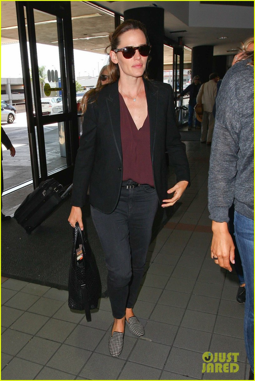 jennifer garner scott speedman land in toronto for tiff 153189439
