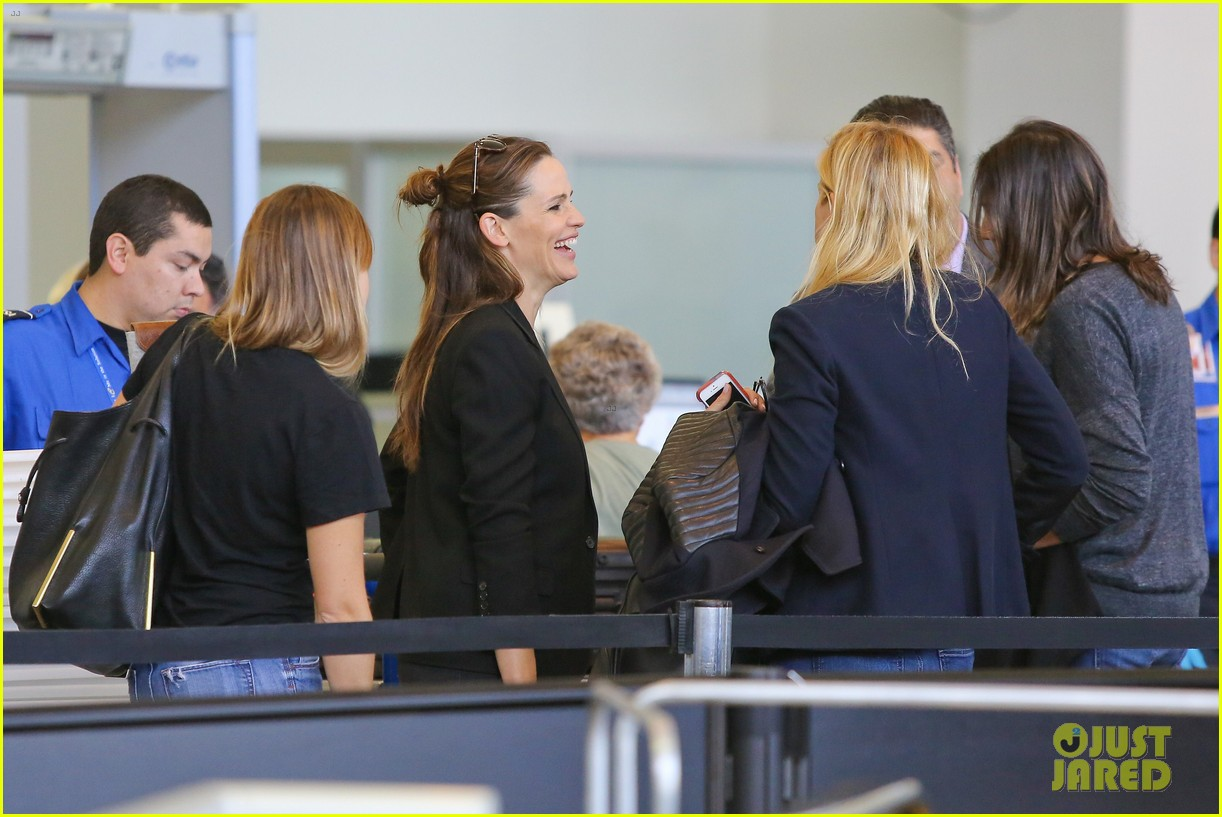 jennifer garner scott speedman land in toronto for tiff 163189440