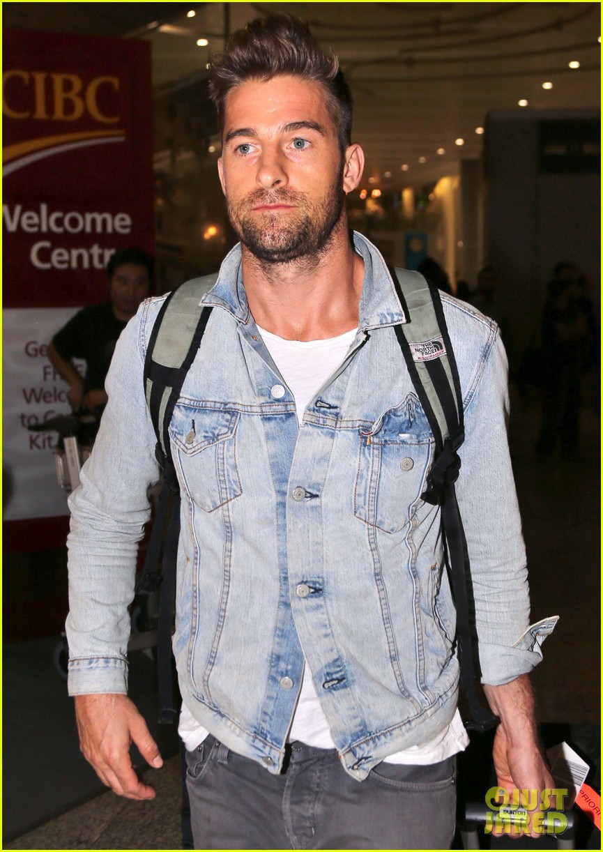 jennifer garner scott speedman land in toronto for tiff 183189442