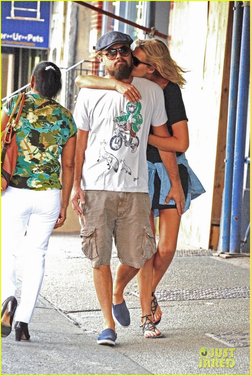 toni garnn cant keep her hands off of leonardo dicaprio 013189239