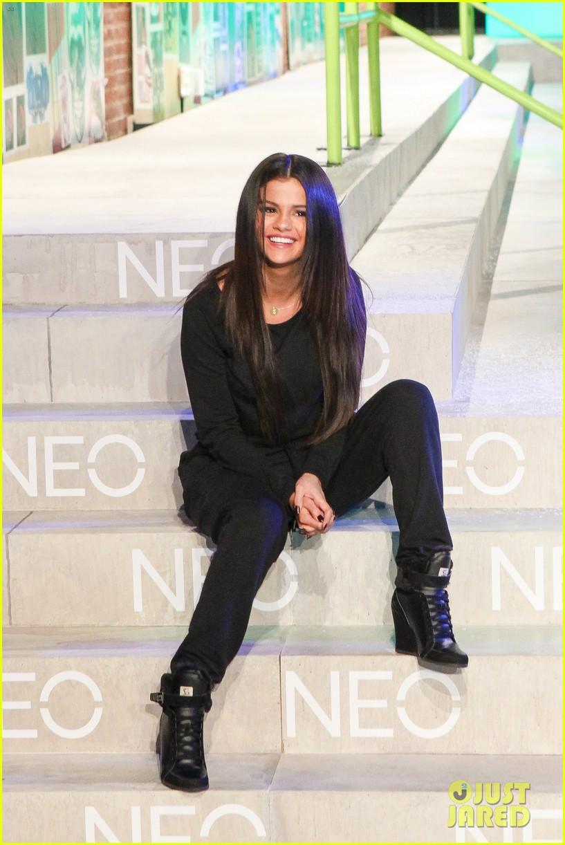 selena gomez adidas neo label show 053188694