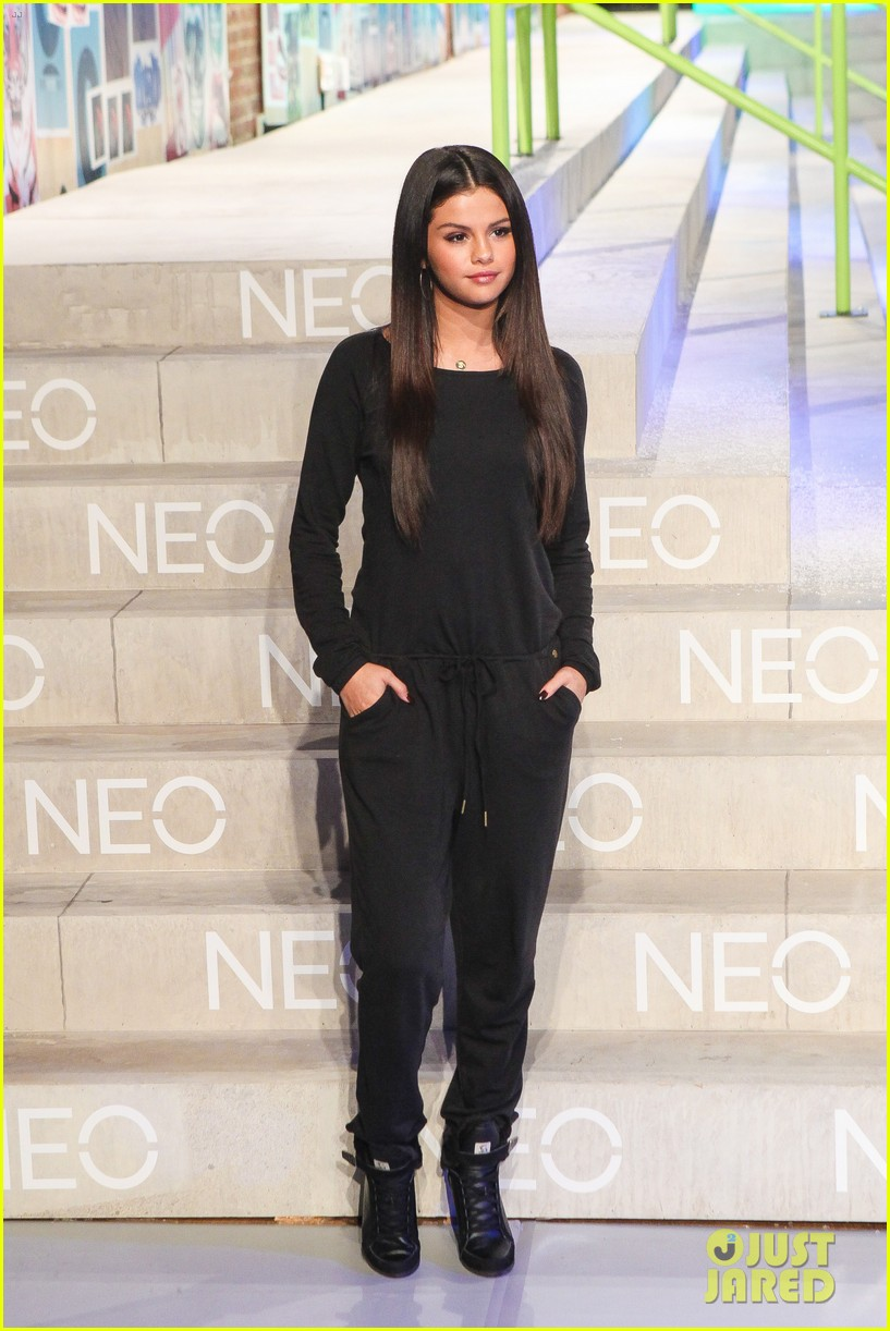 selena gomez adidas neo label show 203188709