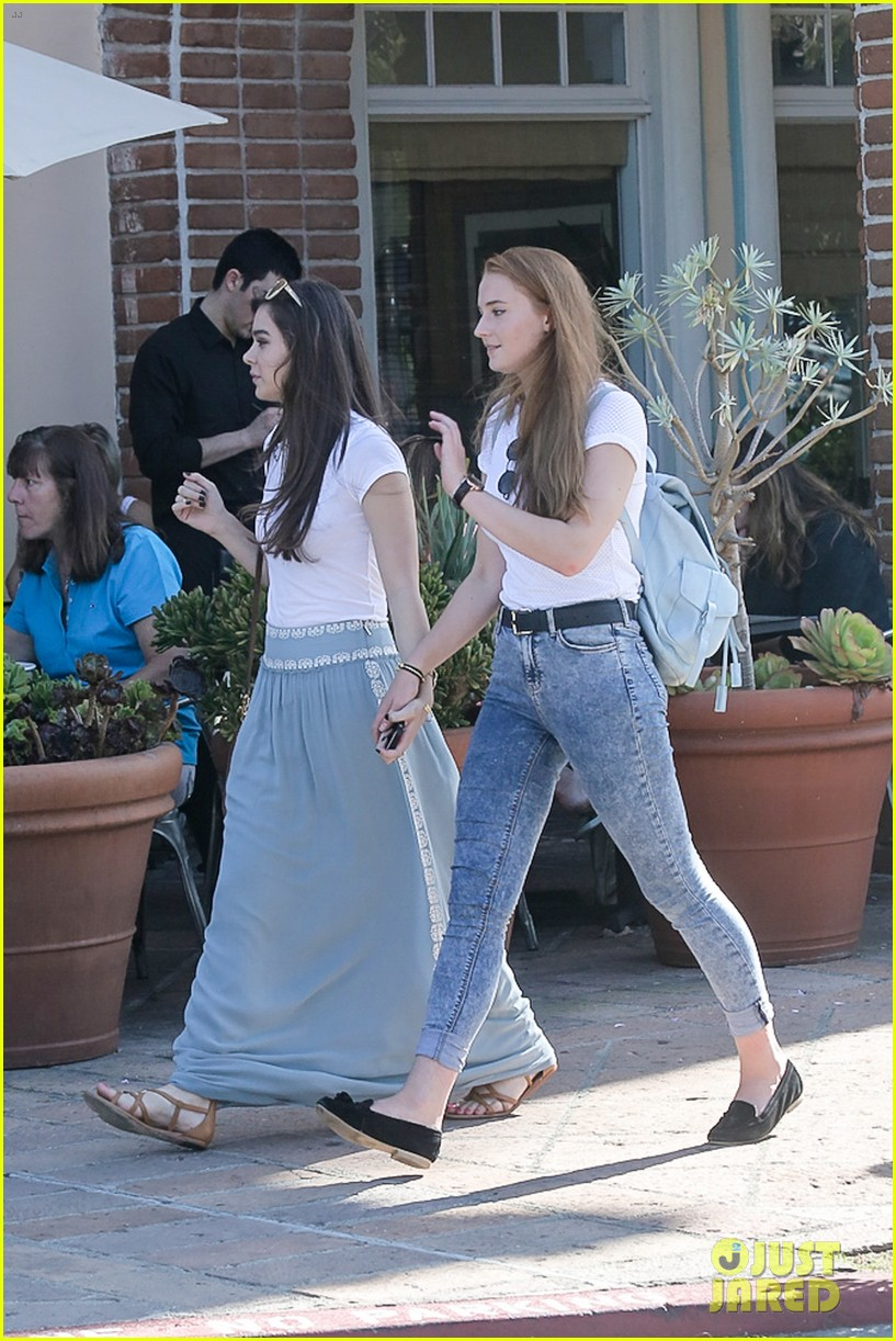 Hailee Steinfeld Amp Sophie Turner Hold Hands For Girls Day
