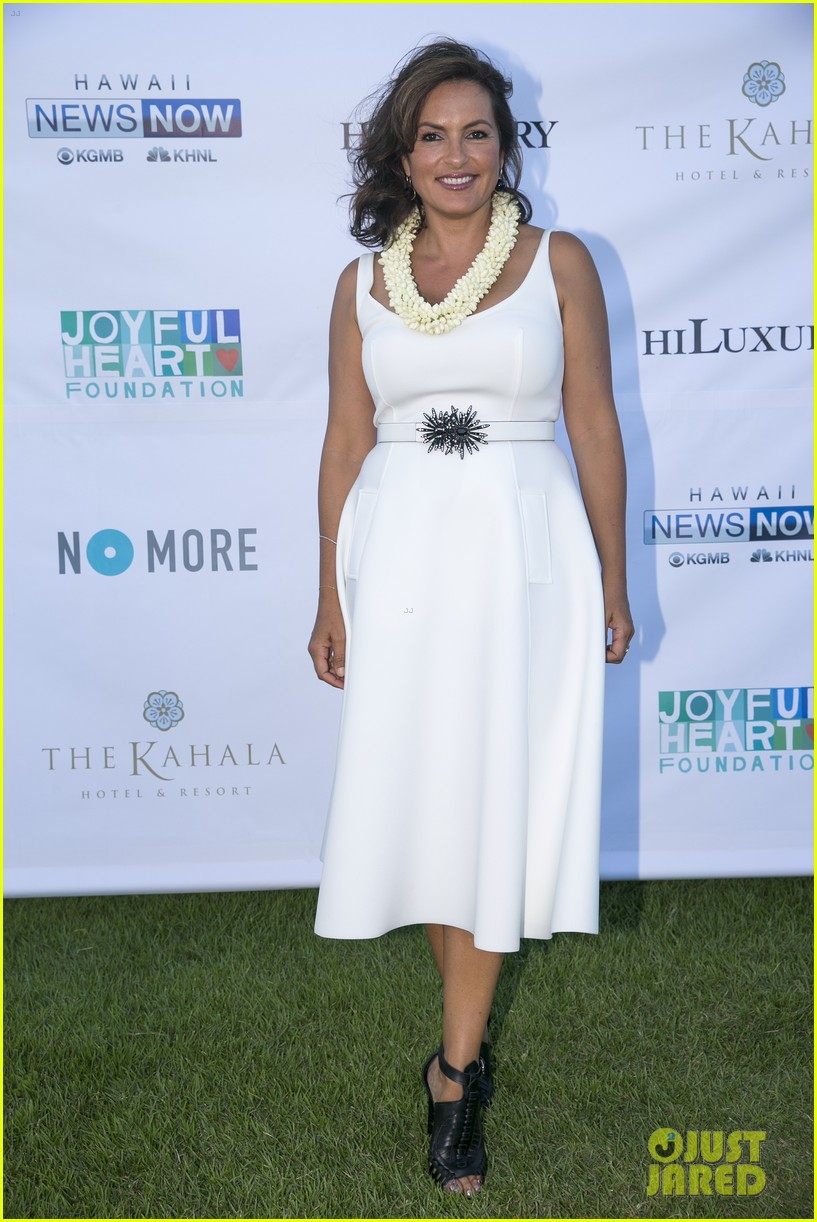 mariska hargitay finds joy in hawaii with hubby peter hermann 023187524