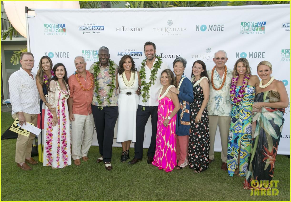 mariska hargitay finds joy in hawaii with hubby peter hermann 043187526