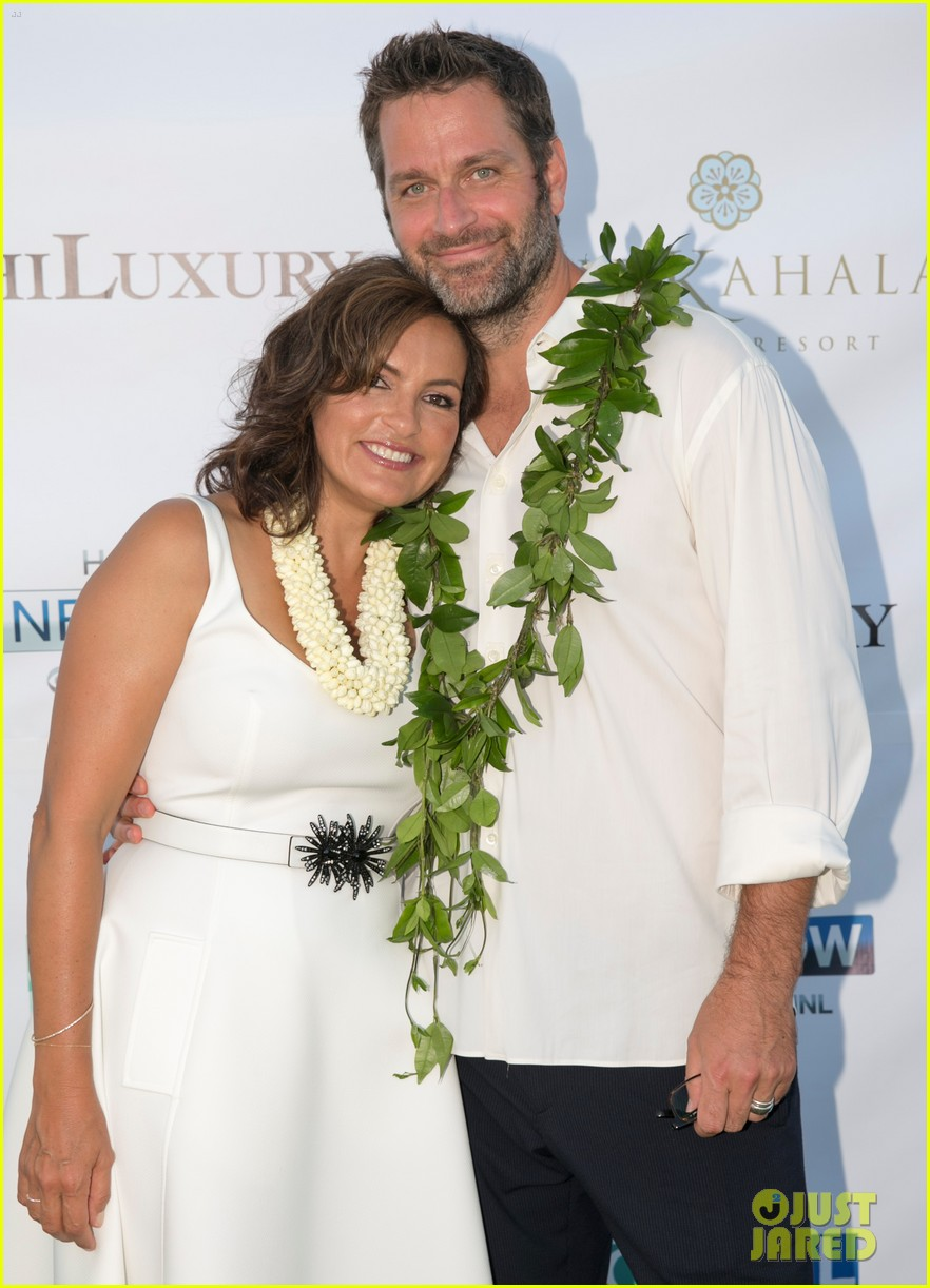 mariska hargitay finds joy in hawaii with hubby peter hermann 053187527