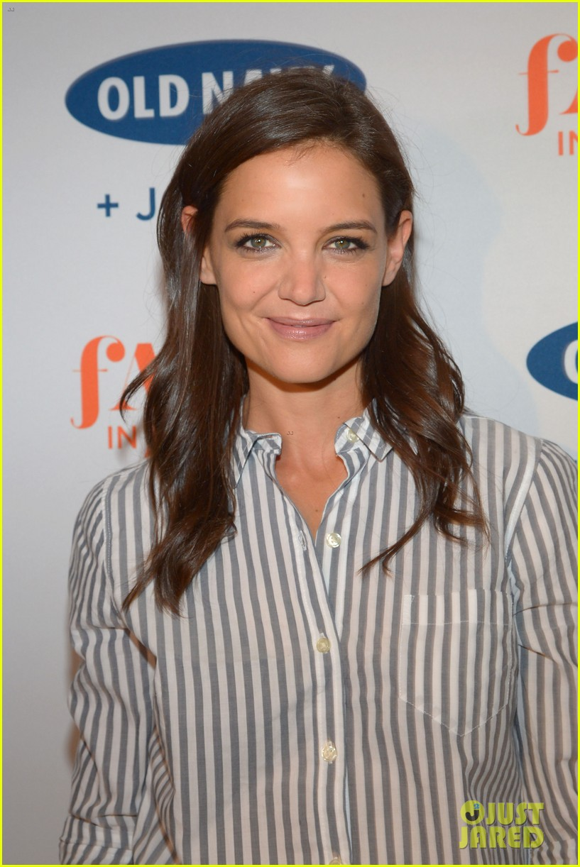 katie holmes gets temporary tattoos at joe zee nyfw event 033189673