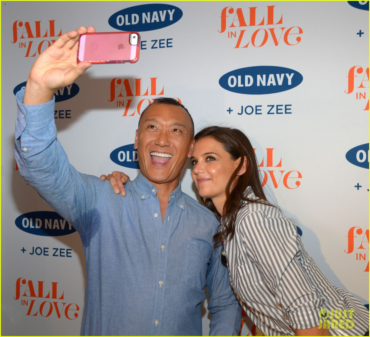 katie holmes gets temporary tattoos at joe zee nyfw event 103189680