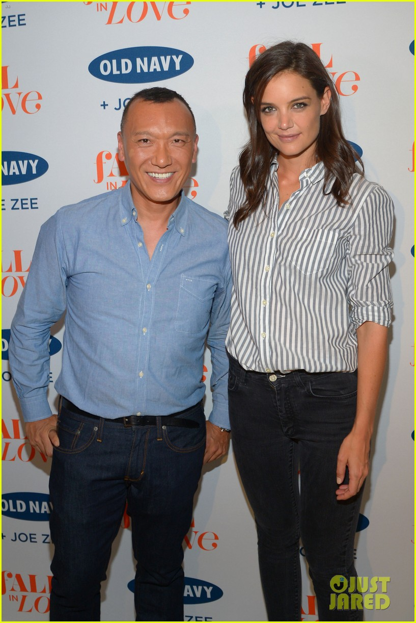 katie holmes gets temporary tattoos at joe zee nyfw event 11
