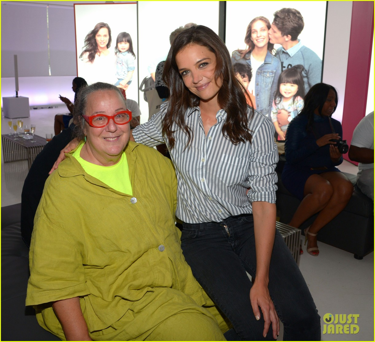 katie holmes gets temporary tattoos at joe zee nyfw event 133189683