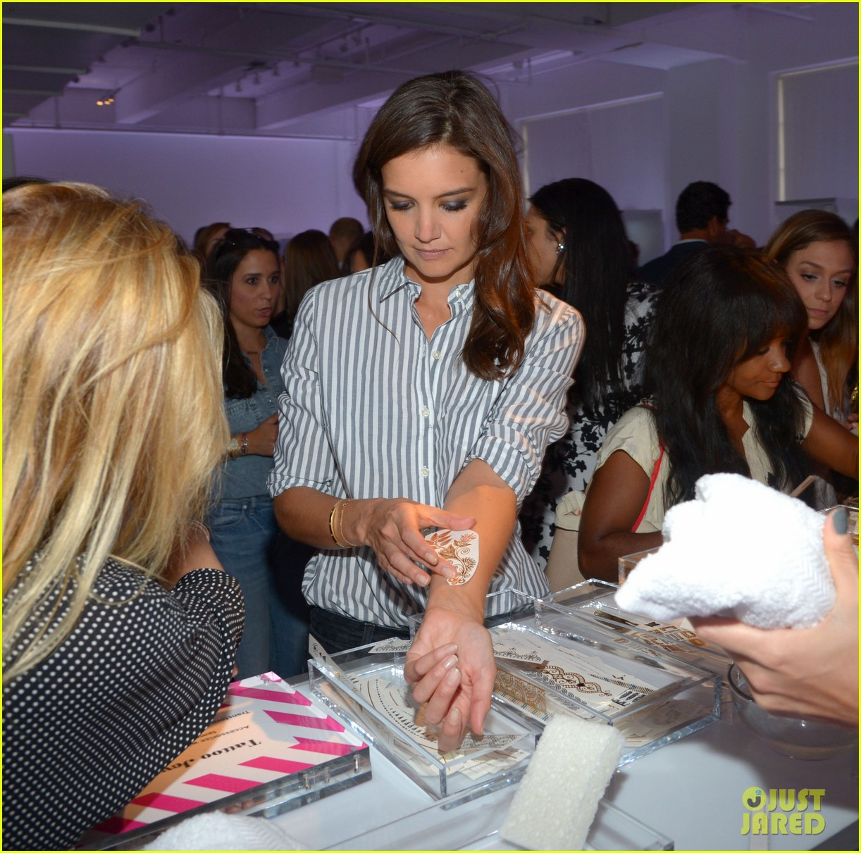 katie holmes gets temporary tattoos at joe zee nyfw event 153189685