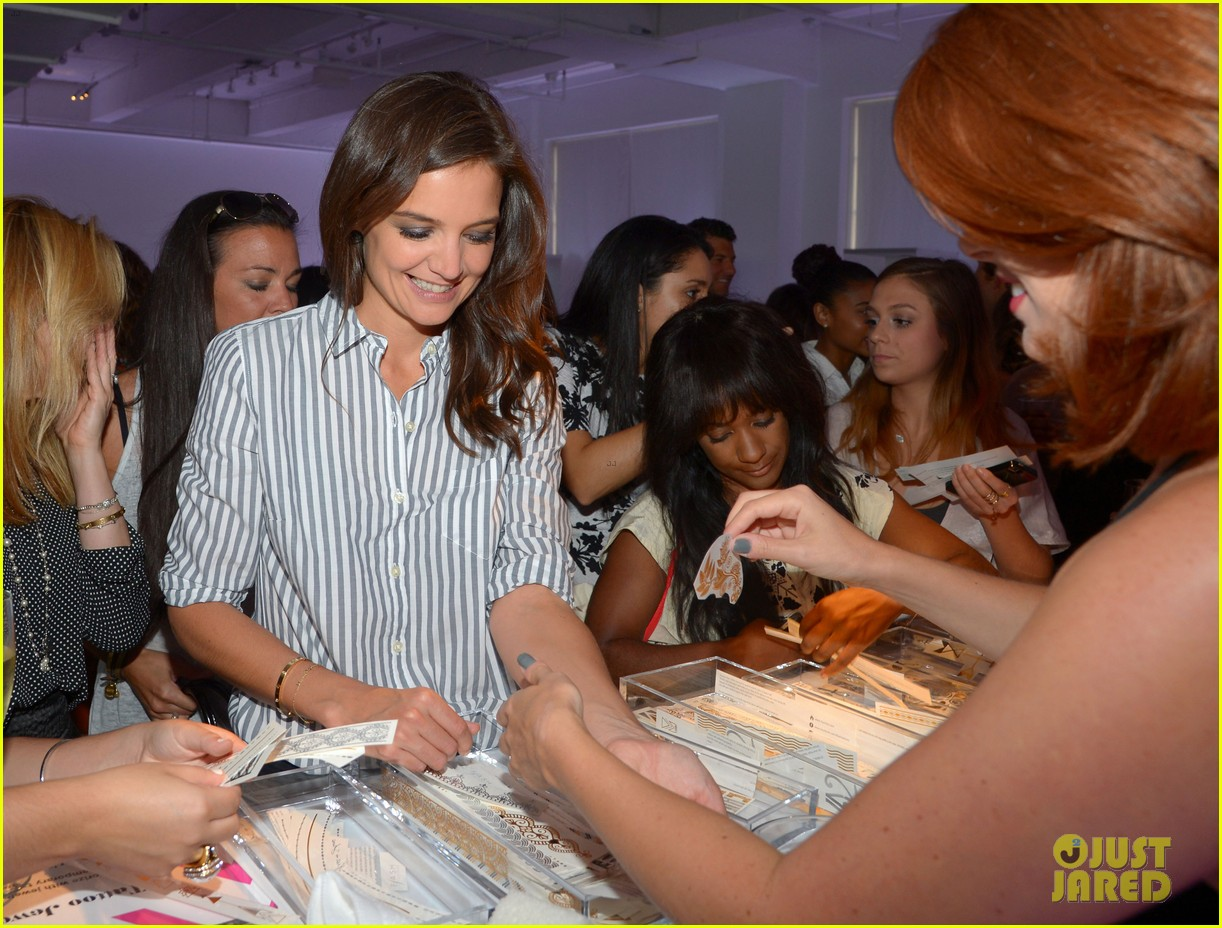 katie holmes gets temporary tattoos at joe zee nyfw event 173189687