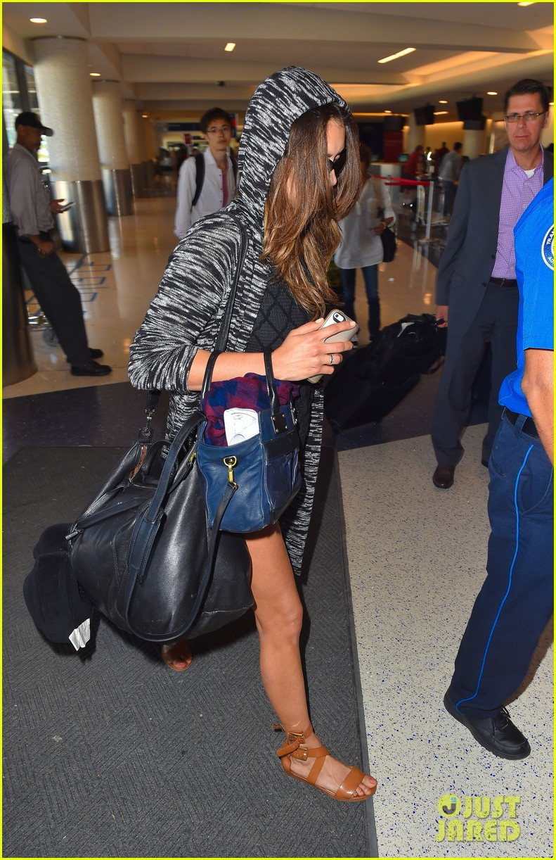 nina dobrev airport colbie caillat 083199098